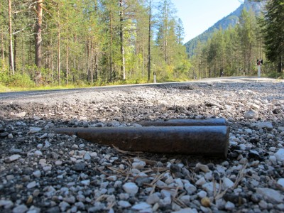 Un ricordo di rotaia fa capolino a Carbonin, lungo la ciclabile Cortina - Dobbiaco.