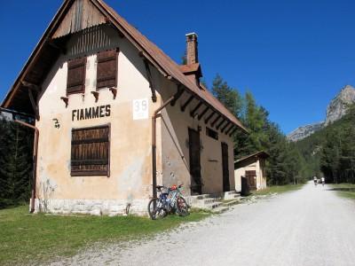 La vecchia stazione di Fiammes, sulla ciclabile Cortina - Dobbiaco.