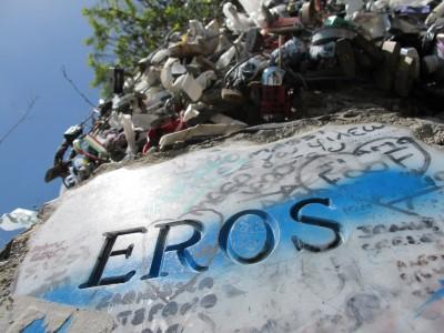 """""""Eros"""", la targa sulla Via dell'Amore inevitabilmente presa di mira da innumerevoli coppie. :-)"""
