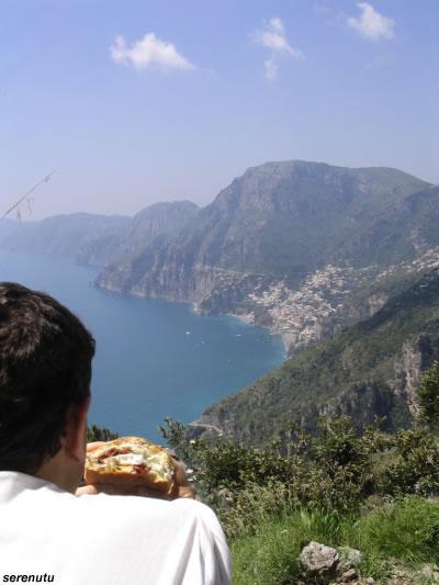 Il sentiero degli Dei, lungo la Costiera Amalfitana (foto Serenutu).