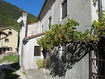 Uno scorcio di Borgo Caloniche di Sopra. E' la semplicità qui ad incantare il visitatore.