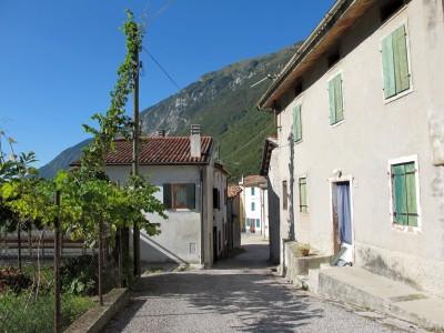 Uno scorcio di Borgo Caloniche di Sotto. Piccolo e caratteristico.