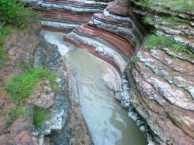 Le stratificazioni dei Brent de l'Art. Un'apposita tabella informativa vi illustra anche le diverse colorazioni e l'origine delle stratificazioni.