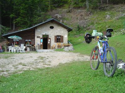 Sulla strada del ritorno, una tappa obbligata: il Rifugio Cercenà (m.1050).
