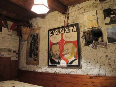 Scorcio della taverna che fa da sala da pranzo. Accogliente, calda e avvolgente. Gran belle serate devono aver visto ste 4 mura!