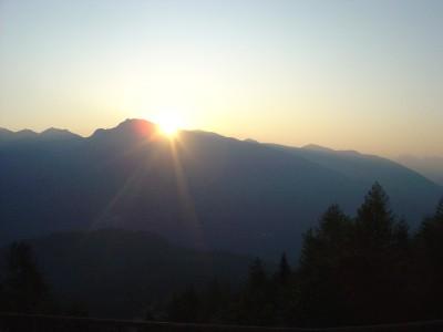S'inizia con una meravigliosa alba dal Rifugio Chiampizzulon.