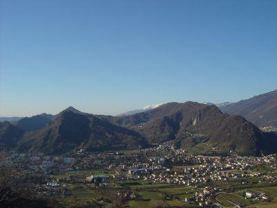 Vista mozzafiato su Vittorio Veneto, Monte Altare e Monte Baldo.