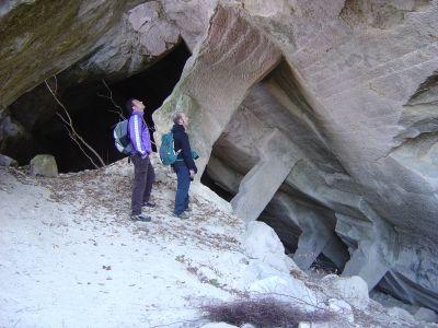 In osservazione presso una delle grotte in Costa di Fregona. Vengono alla mente alcune scene del Signore degli Anelli....