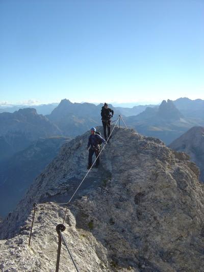 Percorso in cresta lungo la prima parte della Ferrata Dibona.