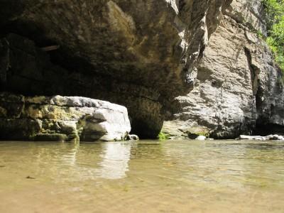 Acqua e roccia a formare piccoli angoli meravigliosi sul letto del Vinadia.