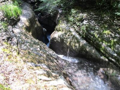 Il torrente Picchions poco prima che si getti nella grande cascata che lo unirà poi al Vinadia.