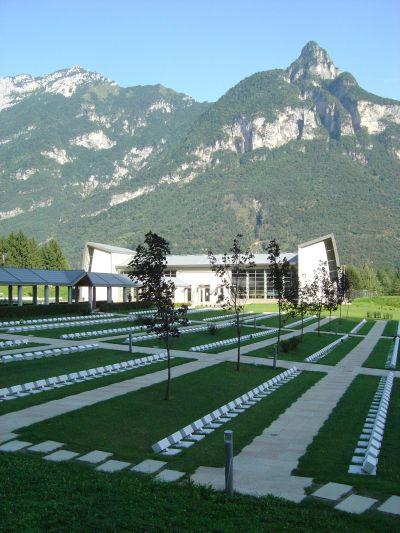 Fortogna. Veduta del cimitero monumentale dedicato alle vittime del Vajont.