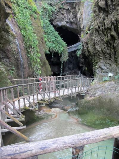 Tipica vista da nord. Quasi tutti hanno visto da qui le Grotte del Caglieron, anche quelli che poi non le hanno attraversate.