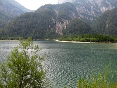 Un rapido passaggio presso il lago del Predil, dove windsurf e kajak la fanno da padroni, nonostante la grigia giornata.