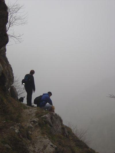 Sentiero del Pissol, pausa scendendo dal Bivacco dei Loff.