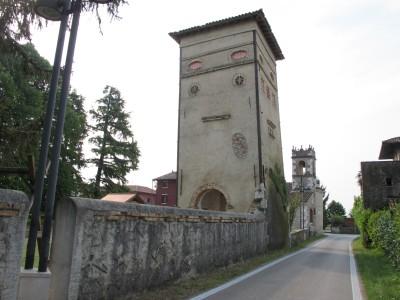 La torre storta di Vistorta. La torre è vicina alla chiesa da dove parte il giro (giretto) di oggi.