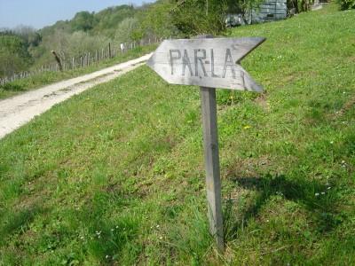 Verso DOVE?!? Beh... a volte ci sono cartelli molto esplicativi: PAR LA' !!! ( in altre parole: per di la' )