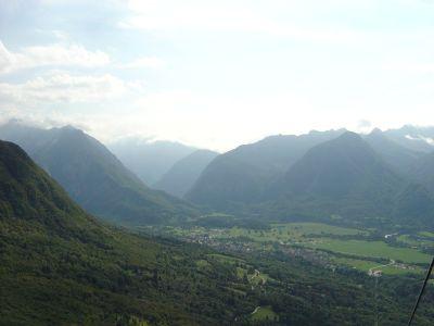 Panorama sulla conca di Bovec, salendo con la cabinovia di Monte Canin.