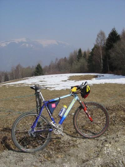 Monte Tomba: tracce di neve verso est, in zona Osteria Monfenera.