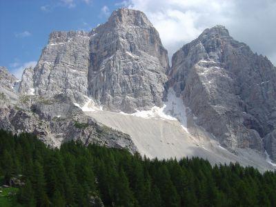 L'imponente Monte Pelmo visto dal rifugio Citta' di Fiume.