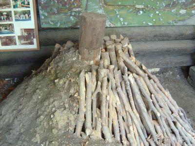 All'interno del Parco dei Carbonai: la ricostruzion in scala di un classico Pojat, l'antico sistema utilizzato qui in zona per produrre il carbone.