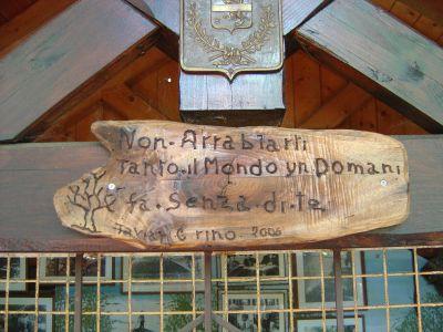 Targa rustica in Pojat: quanta saggezza in cosi poche parole.