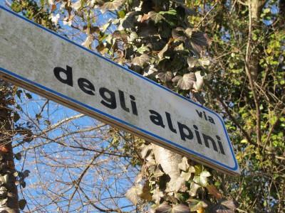 """Tutto comincia da qui """"via degli Alpini"""" a Sottocroda (TV)."""
