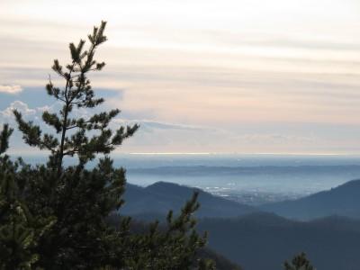 Dalla Chiesetta di San Gaetano riusciamo ad vedere il mare. L'aria pulita dell'inverno hai i suoi inattesi lati positivi.