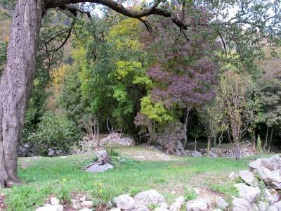 Un giardino in technicolor presso il borghetto di Case Sassi.