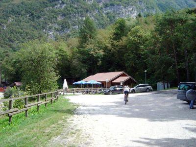 Il piccolo bar della Proloco, in zona Lastra, la baietta piu' a sud del Lago di santa Croce.