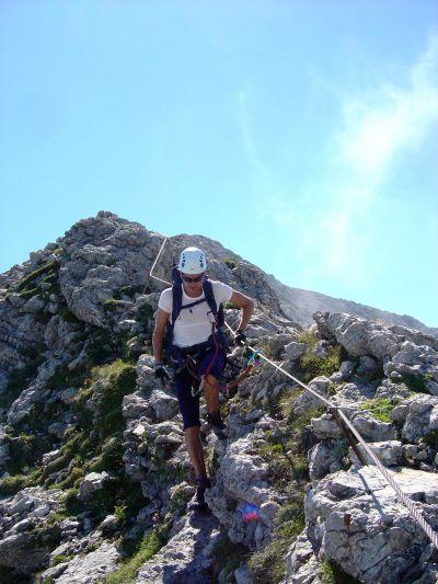 In discesa dalla Schiara, lungo la cresta che ci porta poi verso Bivacco Marmol.