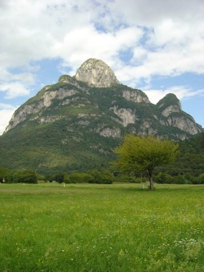 Splendido scorcio sullo Spiz Gallina, al bivio per l'omonima Val Gallina.