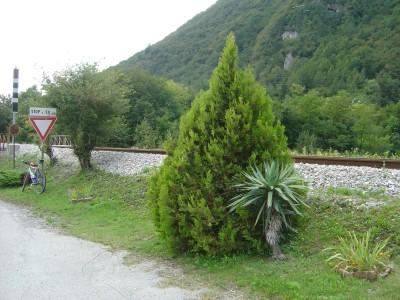 A Pian di Vedoia il percorso continua a seguire la ferrovia, ma con un certo... gusto!!!