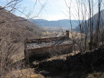 Dietro la chiesetta il sentiero Zanin inizia a salire più ripido.