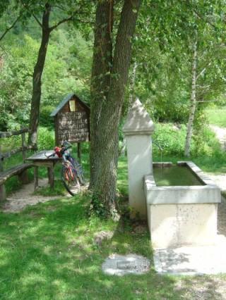 Il 990 termina sulla strada principale per il San Boldo, proprio presso questa fontana.