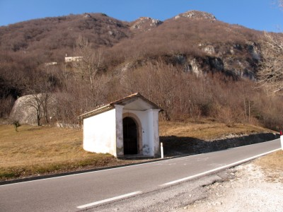 Il Capitello di Santa Ottilia, prima dell'inizio dei tornanti.
