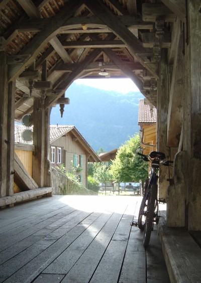 trummelbach-mtb-ponte-coperto-in-legno
