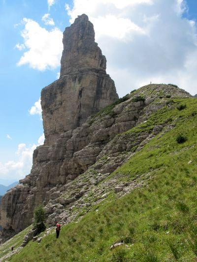 Eccoci oramai ai piedi del mitico Campanile di Val Montanaia. Un paio d'ore, o poco più, di fatiche ben ripagate!