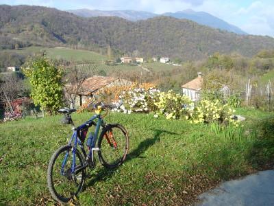 Vista dalle pendici del Monte Bala verso Passo San Lorenzo, Vittorio Veneto.