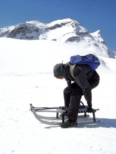 Si parte! Dalla cima fino al fondovalle (Grindelwald), in un'unica e ininterrotta pista per slittini. Kilometri di divertimento!