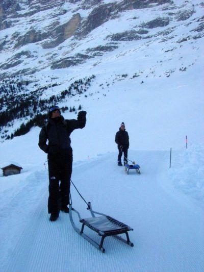 Terminata la colazione, è ora di toglierci dalla fredda ombra della parte nord dell'Eiger.