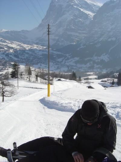 Alle porte di Grindelwald, dove termina la pista da slittino. Prati e piccoli fienili annunciano la prossimità del paese.