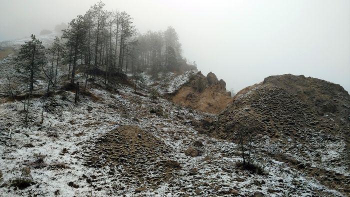 Piccole cime sgretolate, caratteristica piuttosto comune nella zona a nord di Andreis.