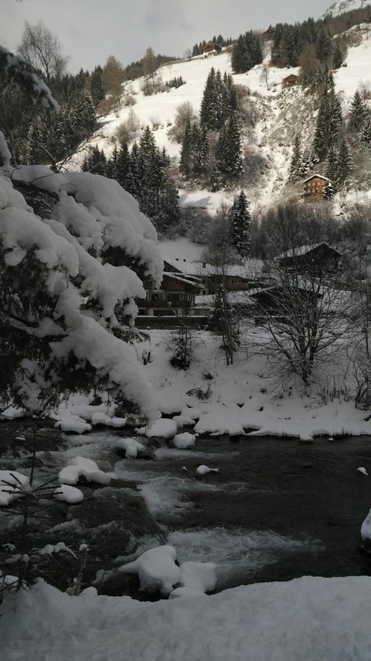 Il torrente, fido compagno di passeggiata. Qui siamo poco ad ovest di Hopfgarten, Defereggental.
