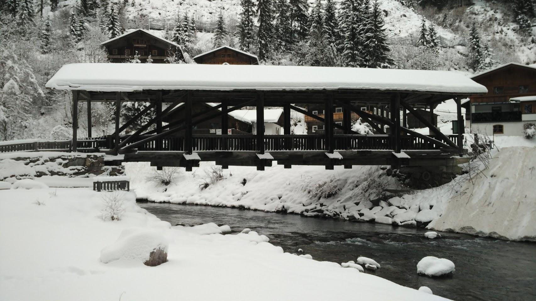Splendido ponte coperto, completamente realizzato in legno. Qui abbiamo passato il torrente al rientro, per tornare poi ad Hopfgarten.