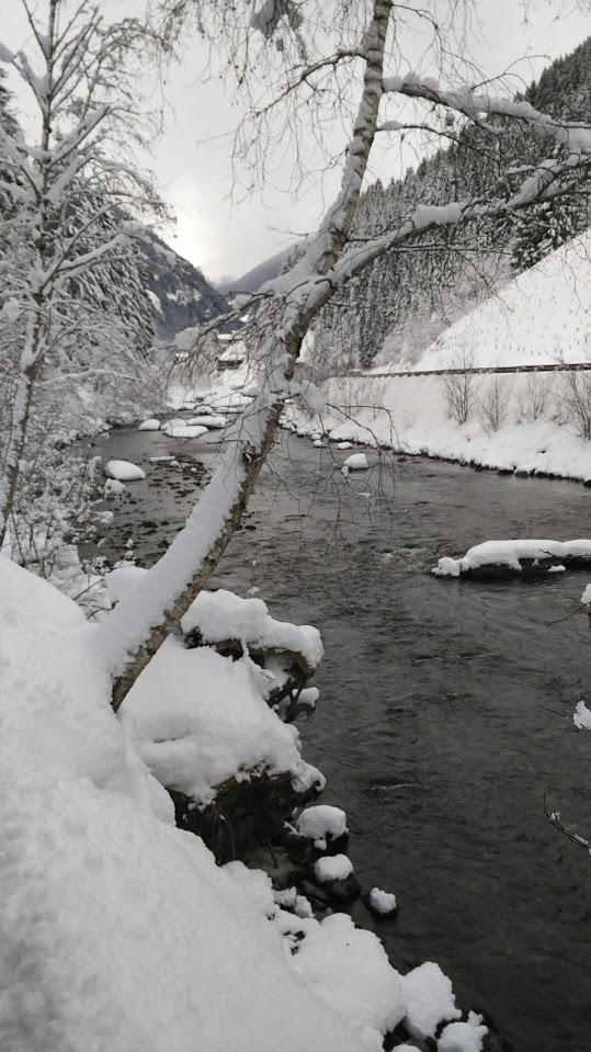 Altra vista sul torrente in Defereggental.